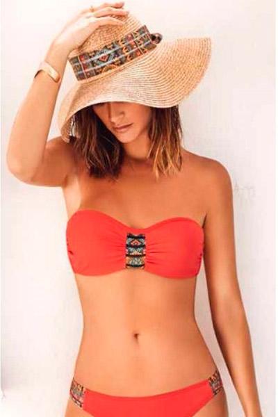 Bikini sin tirantes en color rojo y detalles
