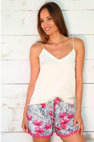 Shorts de verano con estampado floral