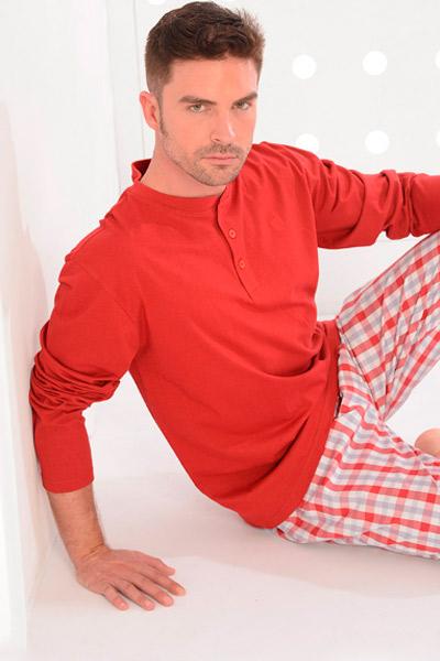 Pijama largo de tela en rojo para hombre