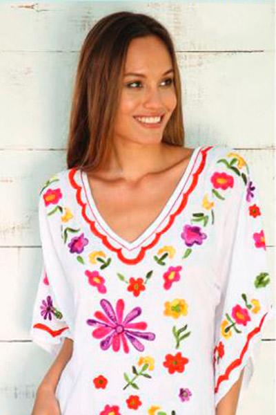 Camisola con flores bordadas
