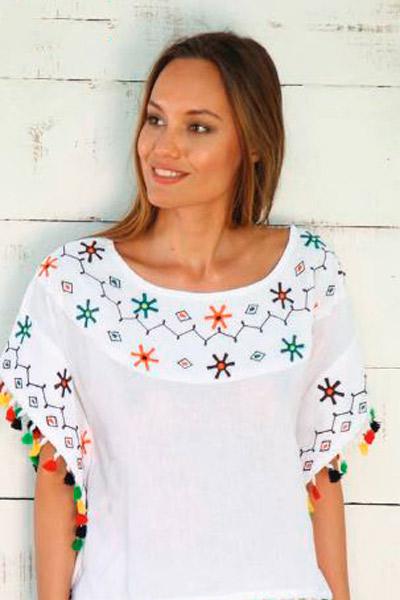 Camisa de inspiración mexicana con borlas