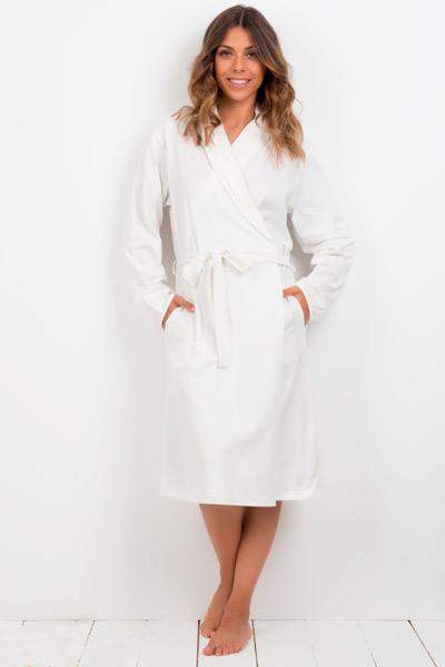 Bata para mujer en color blanco