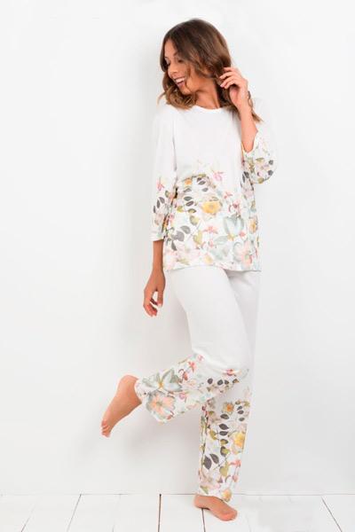 Pijama largo de mujer con estampado de flores